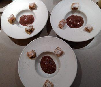 Strudel di mele con gelato al cioccolato